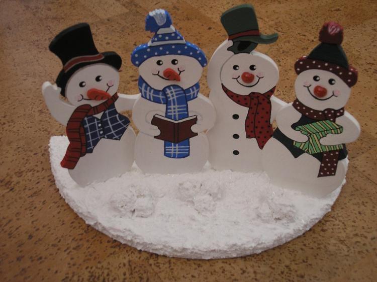 Vier lustige Schneemänner im Schnee #Weihnachten #christmas #xmas