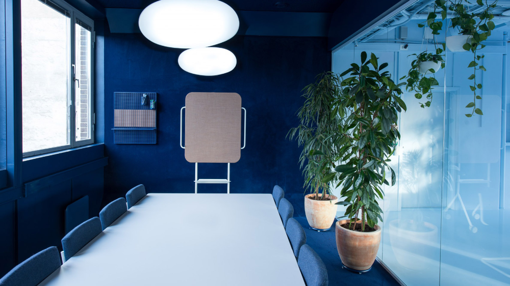 Single Colour Rooms Carpeted Walls And Circular Doorways Feature Inside This Oslo Office Which Norwegian Studio Kvis Interior Office Interiors Interior Design