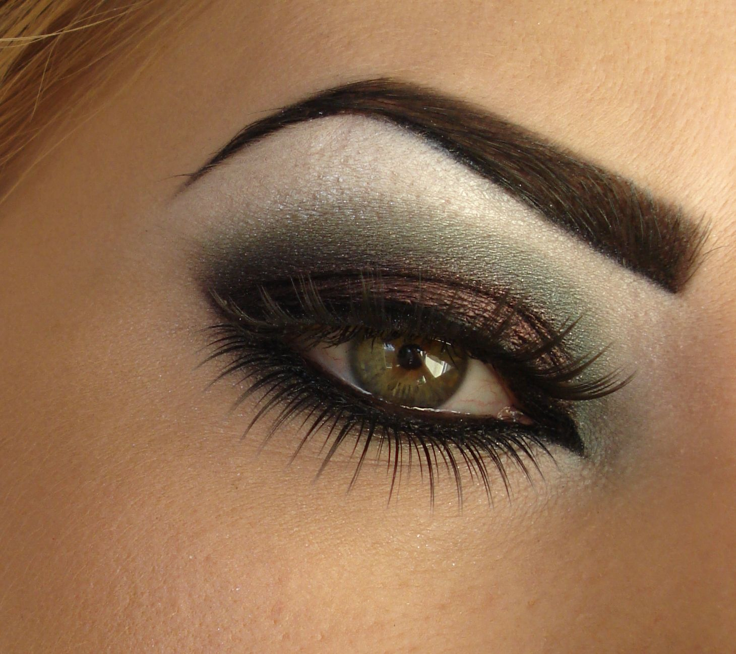 I Like This Brown Green Smokey Eye Beauty Pinterest Green