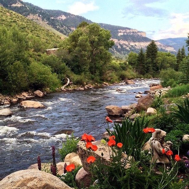 Honeymoon Destinations Rocky Mountains: Summer In Minturn, Colorado On The Eagle River