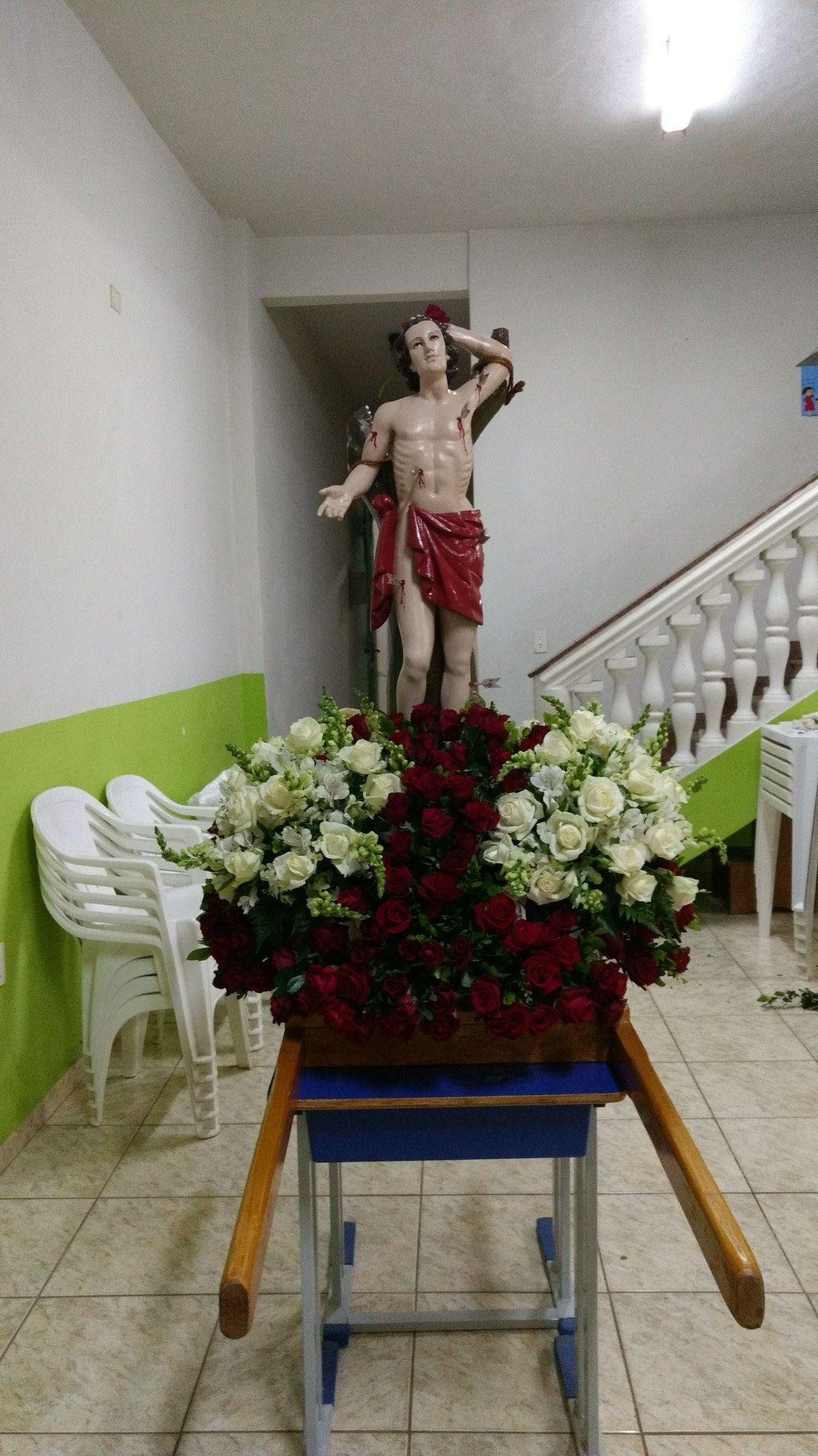 Pin De Helena Claro Em Arranjos De Flores Igreja Em 2020