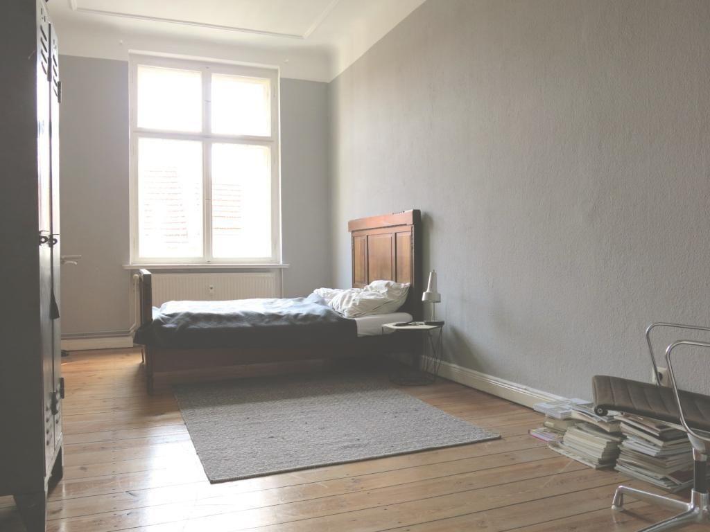 schlafzimmer in grau und wei in gro er und heller 2 zimmer wohnung in berlin neuk lln home. Black Bedroom Furniture Sets. Home Design Ideas
