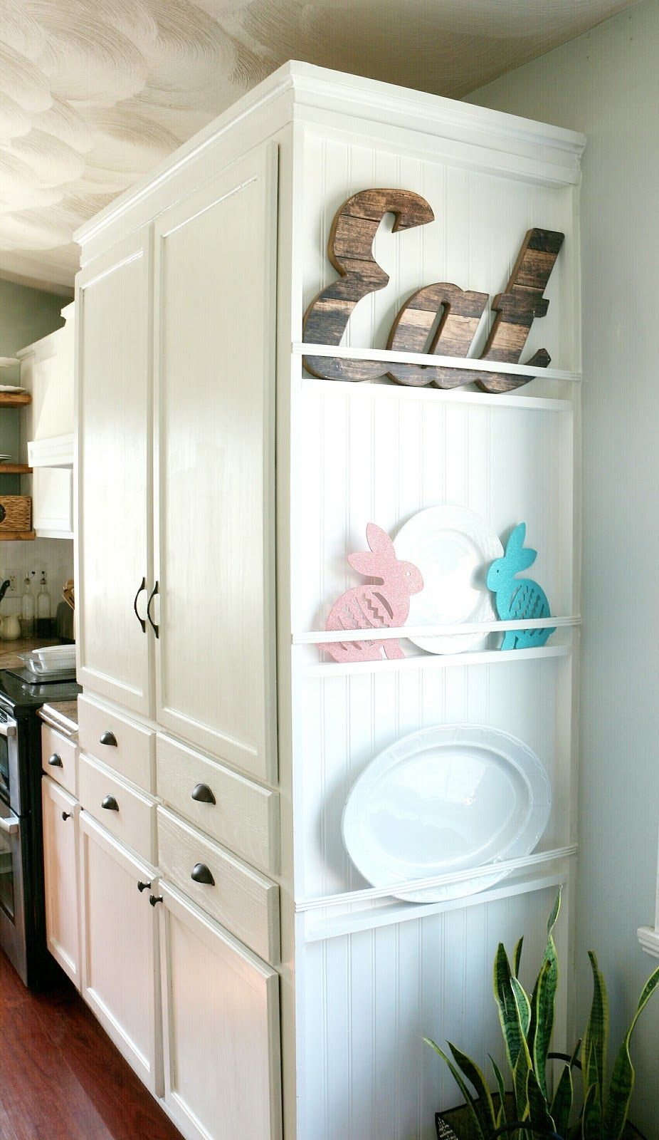 My DIY Kitchen Cabinet Crown Molding, How to Fake the Look Without the Fuss - Kitchen cabinet molding, Kitchen cabinet crown molding, Kitchen design diy, Cabinet molding, Diy kitchen decor, Kitchen diy makeover - How to get the look of cabinet crown molding without cutting tricky corners