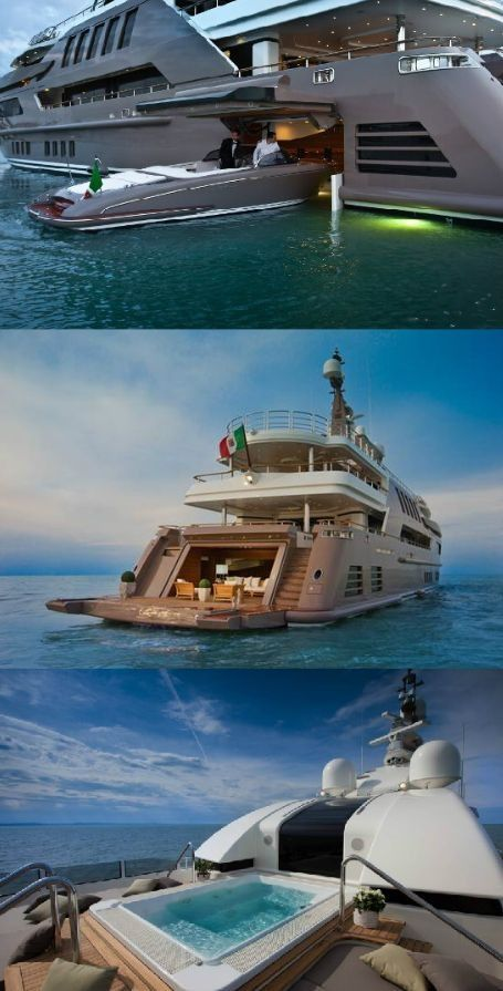 Large Luxury Yacht With Nice Pool And Garage For Another Boat 요트 보트 고급 요트