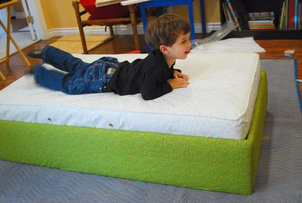 DIY Bed | Home - Pink & Green Bedroom | Pinterest | Kind