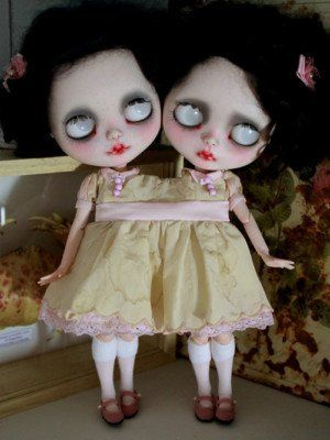Custom conjoined twin Blythe..pretty cool