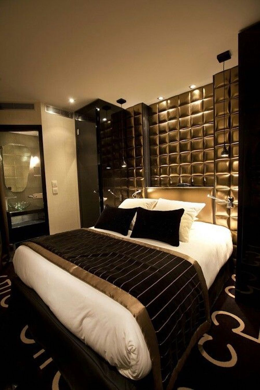 15 Seductive Black & Gold Bedrooms Ideas For The Modern Home images