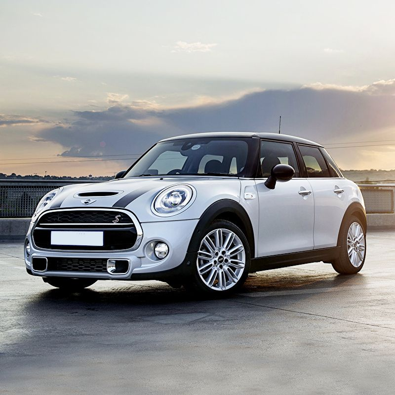 Drive Mini Cooper S In The Emirates For Only Aed 299 Day Aed 1800 Week It S One Of The Most Good Looking And Comfortable In Dubai Free Delivery