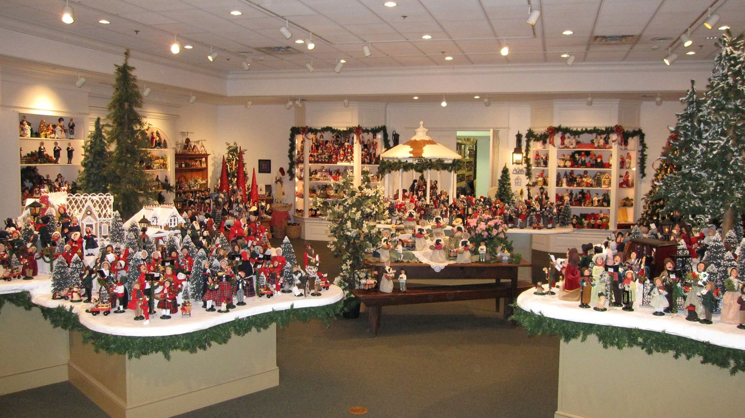 Visitor Center Gallery Byers Choice With Images Holiday