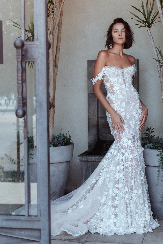 Elegant Off The Shoulder Galia Lahav Wedding Dress In 2020 Mermaid Wedding Dress Tulle Wedding Dress Plain Wedding Dress