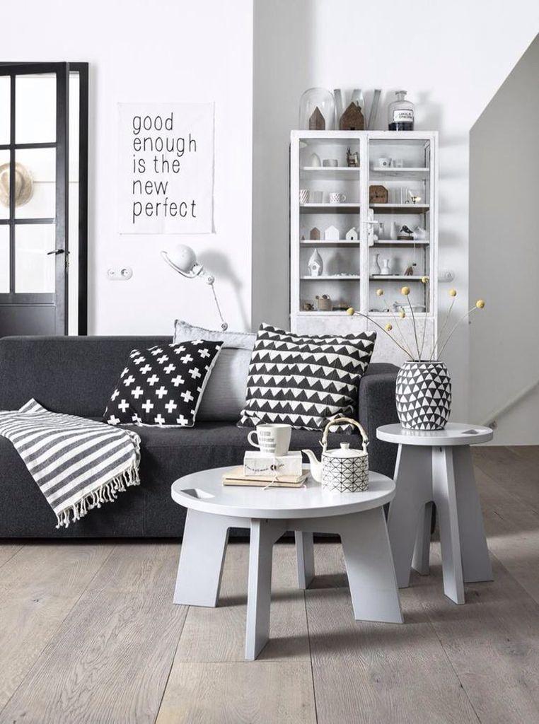 Black. White. Cross. Living room. Woonkamer in zwart wit. Plusjes ...