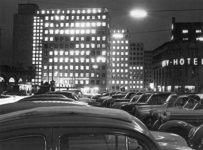 1959 City Hof Am Abend Links Ehemalige Wasch Und Badeanstalt Von William Lindley Rechts City Hotel Und Bartholomay Haus Hamburg Hof Denkmalschutz