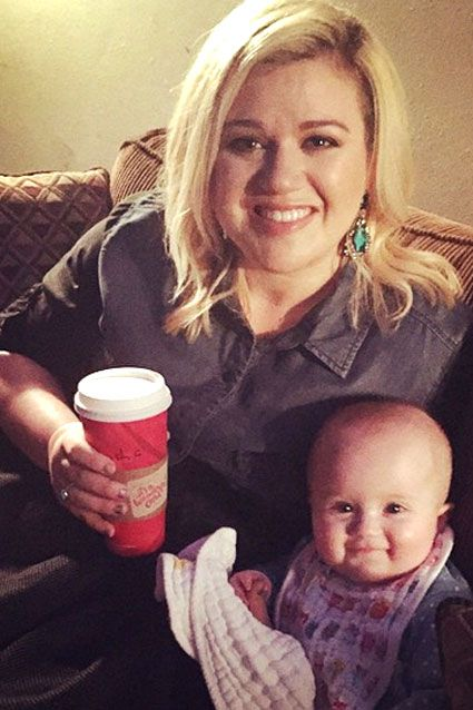 Kelly Clarkson & daughter River Rose   STARS WITH THEIR KIDS