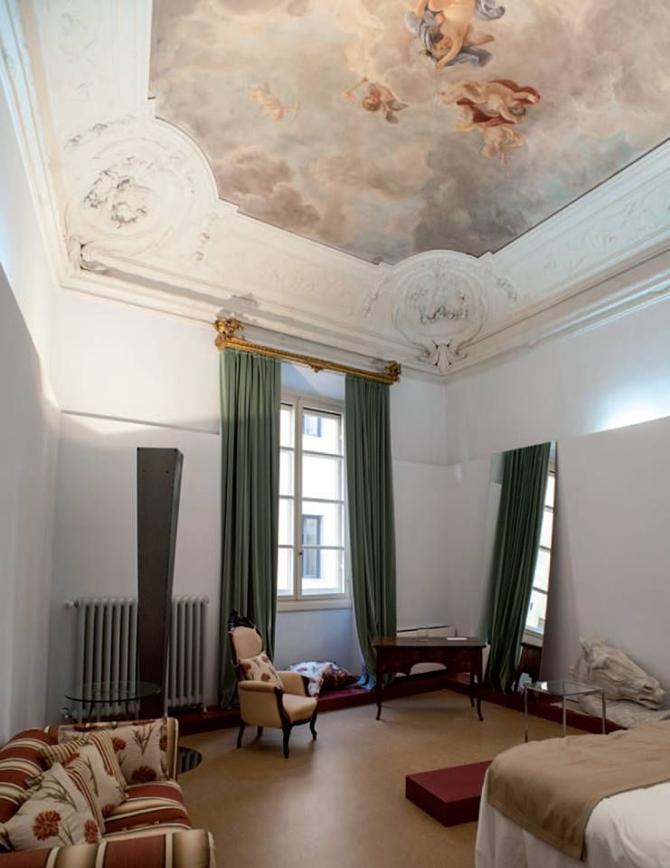 Palazzo Ricasoli di Firenze, nel cuore della città, è una nobile ...