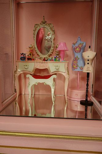 Vintage Suzy Goose Pink Vanity Barbie Bedroom Barbie