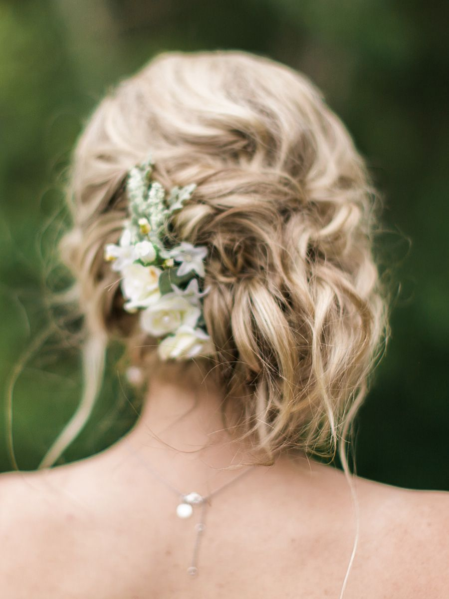 low messy boho bun wedding hairstyle bridemaids | #newlywebbs