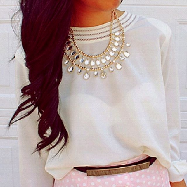 love the outfit & her hair!