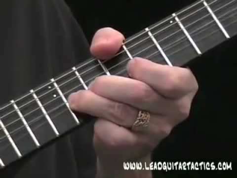 The CLASSIC Blues Riff for Beginners ! | Guitar lessons - Blues ...