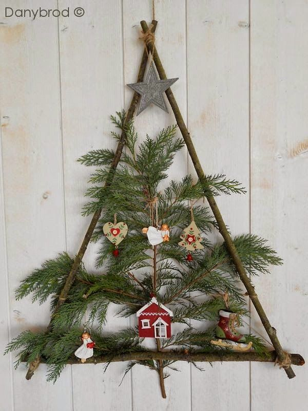 62 Christmas Decoration Ideas With Natural Materials Wooden Christmas Trees Outdoor Christmas Decorations Christmas Diy