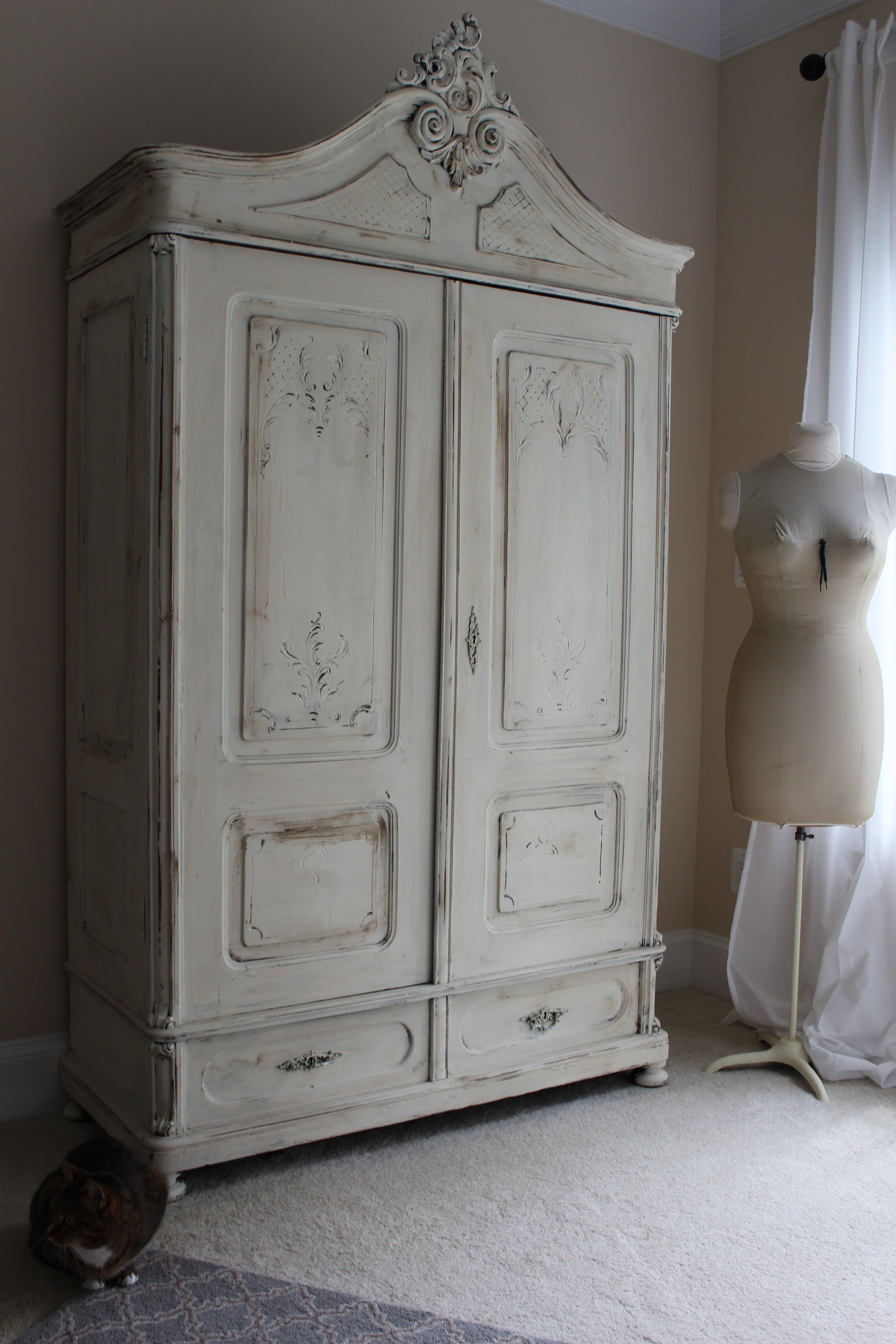 We Love This Piece Done In Annie Sloan Old White