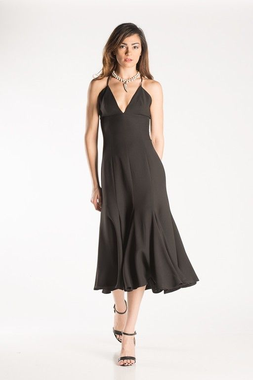 Make a head turning entrance with this elegant dress!