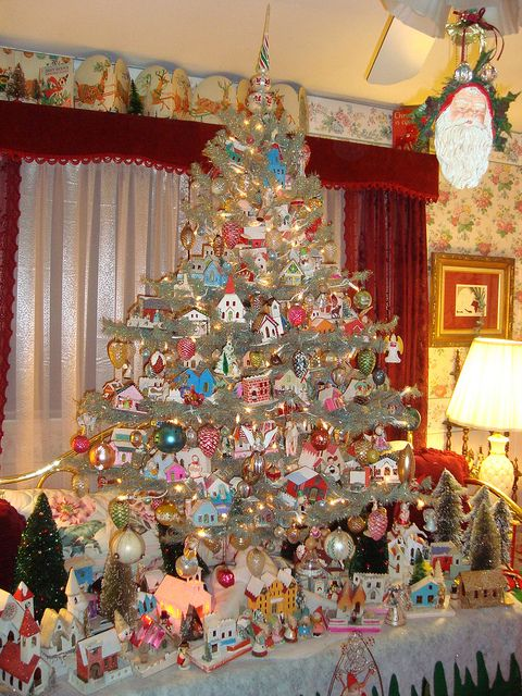 Oh. My. Gosh. Vintage decorations surrounding an awesomely decked out Christmas tree...mica houses everywhere!!! Soooo cool!!! My youngest granddaughter, Kenzie, loves mica houses!