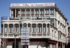 El Hotel Villa De Aranda Ocupa Un Edificio Historico En Pleno