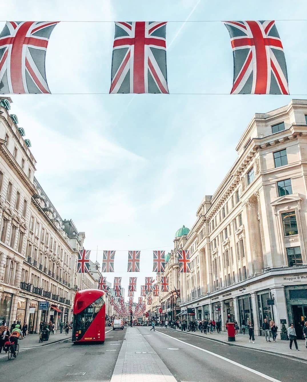 "London • UK 🇬🇧 on Instagram: ""Regent Street 💙🇬🇧    📸 Photo @irkkuliri    #itssolondon #london #regentstreet"""
