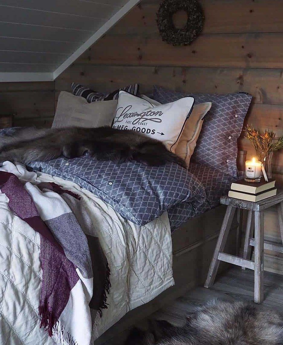 33 Ultracozy Bedroom Decorating Ideas For Winter Warmth Housedecorideas In 2020 Winter Bedroom Decor Winter Bedroom Cozy Bedroom
