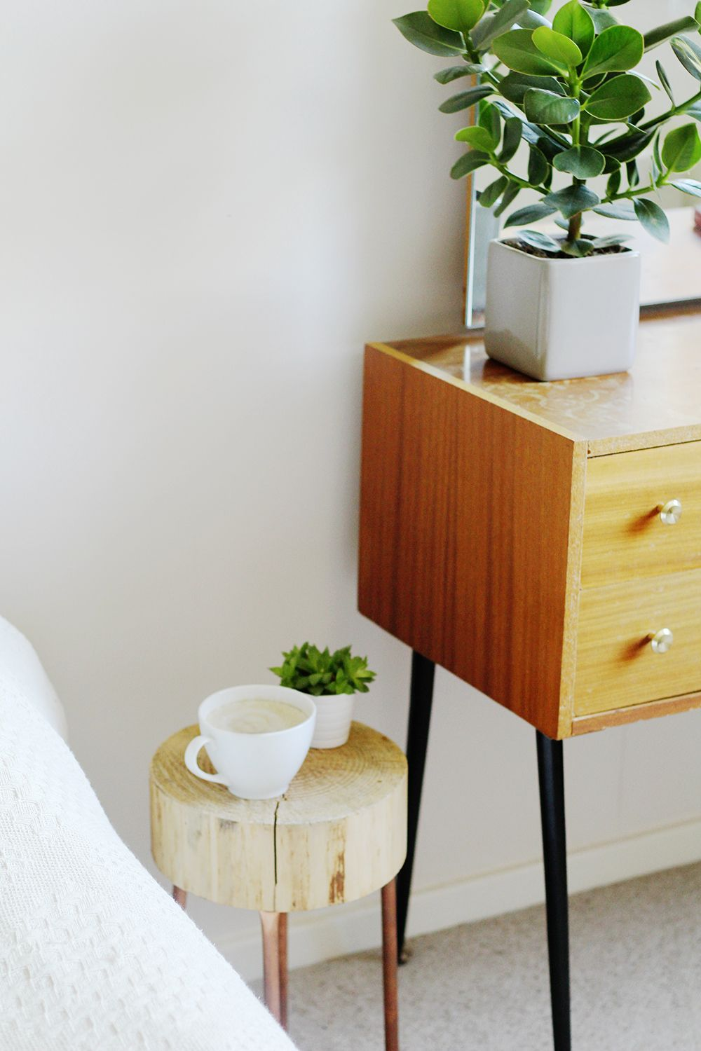 Diy Copper Pipe And Wood Slice Side Table Diy Projects Crafts