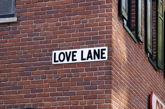 History Of Nyc Streets Love Lane S Carriage Houses Carry Echoes