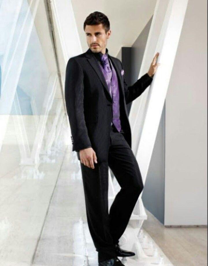 traje y camisa negra + chaleco corbata morada | camisas moradas