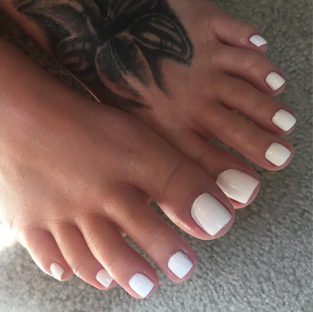 Taylors Toes Up Close Personal Prettyfeet Footfetishnation Toesucking Toenails Barefoot White Pedicure Pedi P Toe Nails Acrylic Toes Toe Nails White