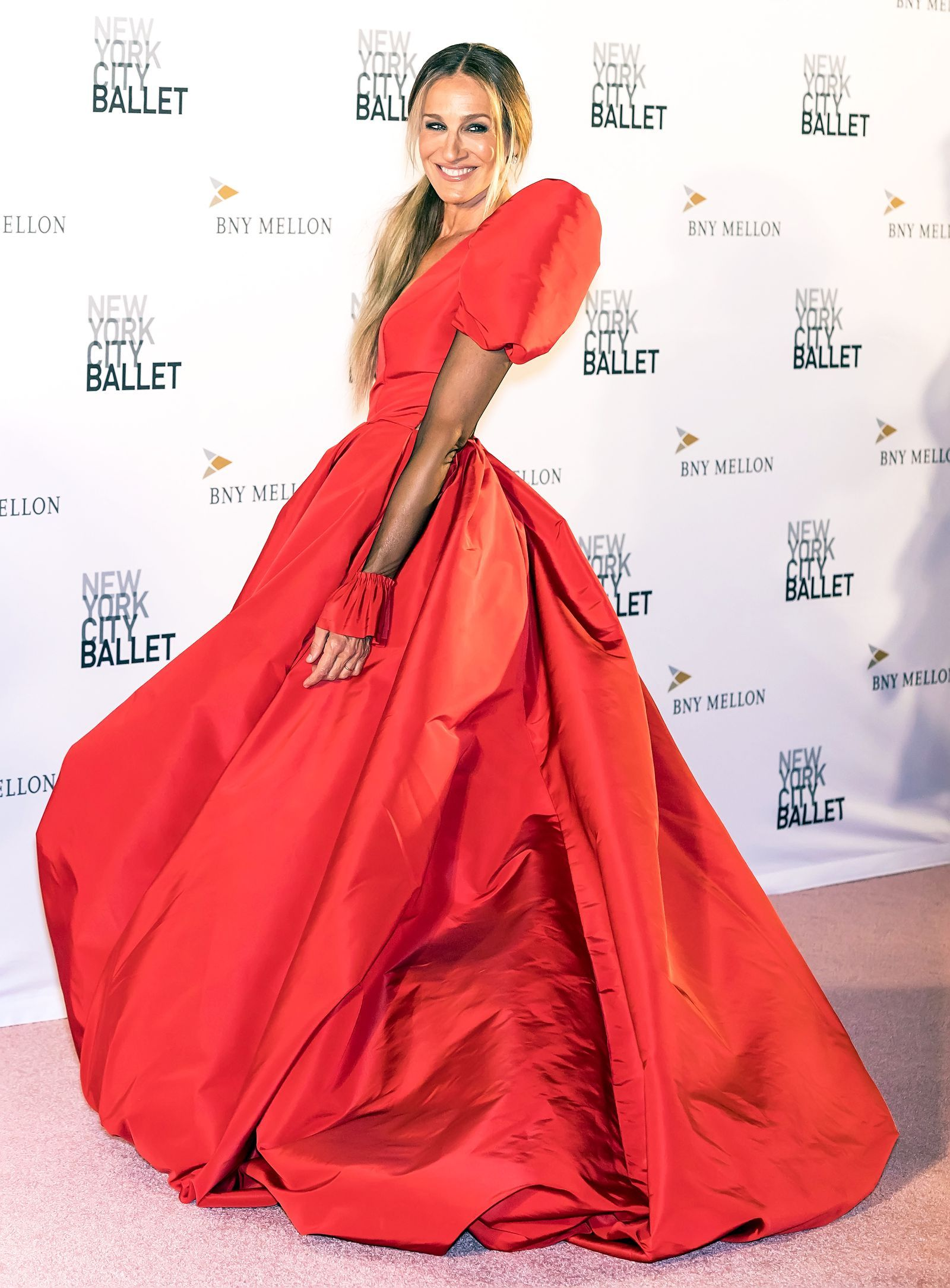 Sarah Jessica Parker Has A Very Carrie Bradshaw Moment In Dramatic Red Dress At The New York City Ballet Fall Gala City Ballet Sarah Jessica Parker Red Dress