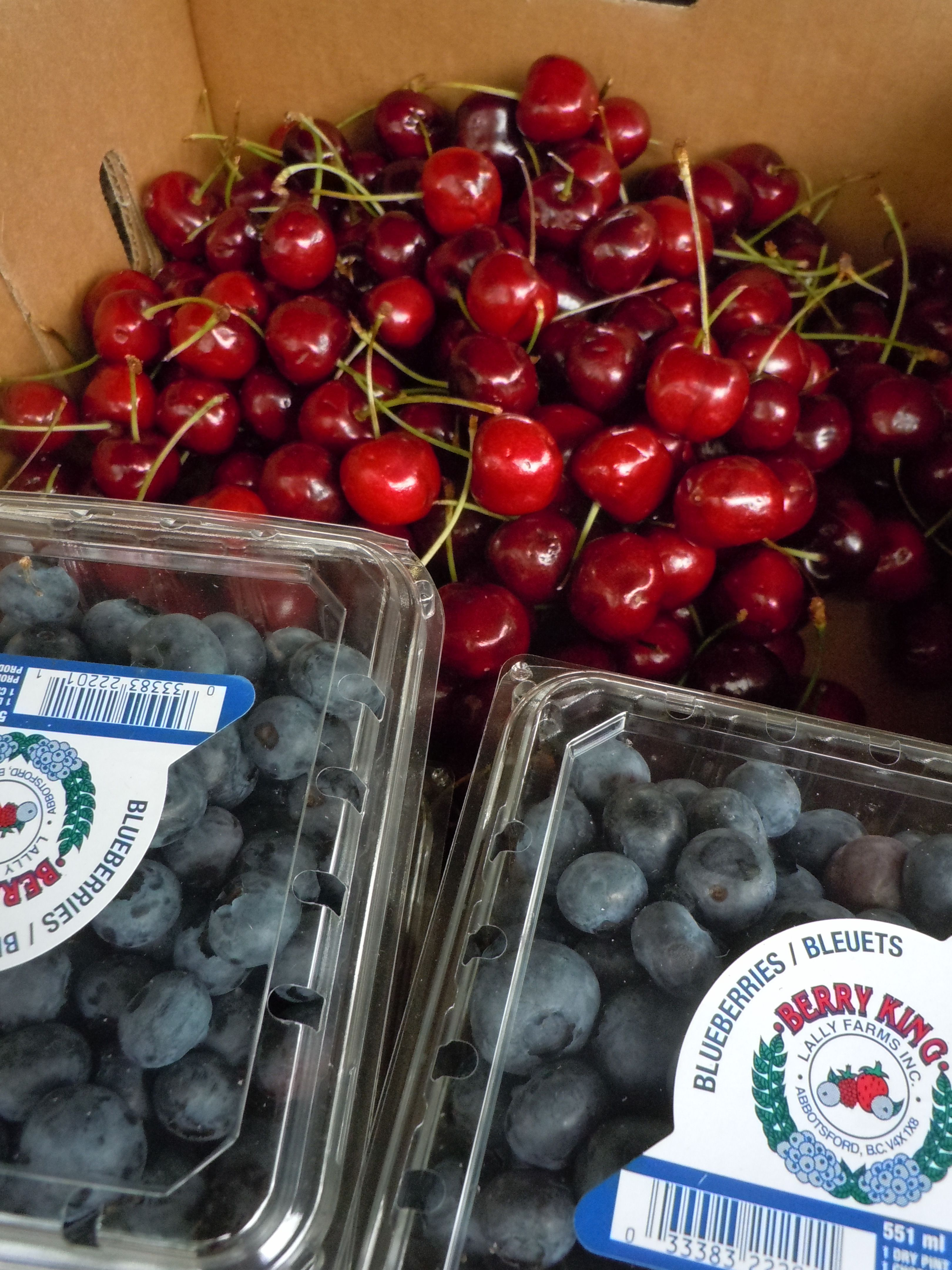 Blueberries and cherries at the maitland farmers