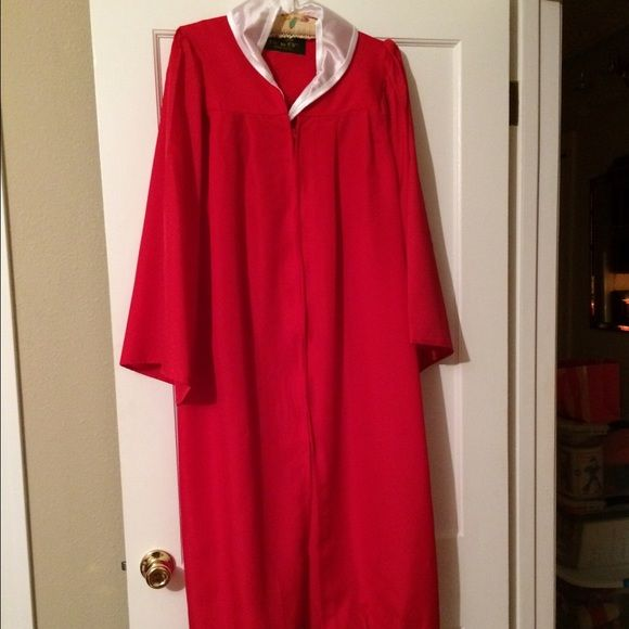 Balfour red graduation gown & cap🎓   White collar, Gowns and Cap