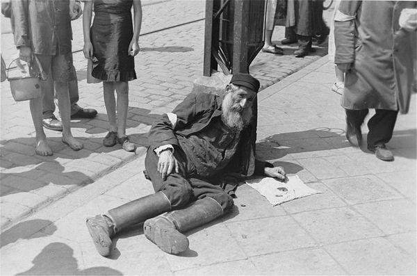 Forbidden Photographs of the Warsaw Ghetto (19)
