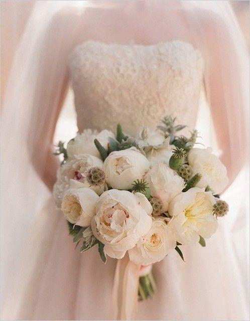 bouquet de mariee pivoine blanche moderne hochzeit pinterest bouquet bouquets de mariage. Black Bedroom Furniture Sets. Home Design Ideas