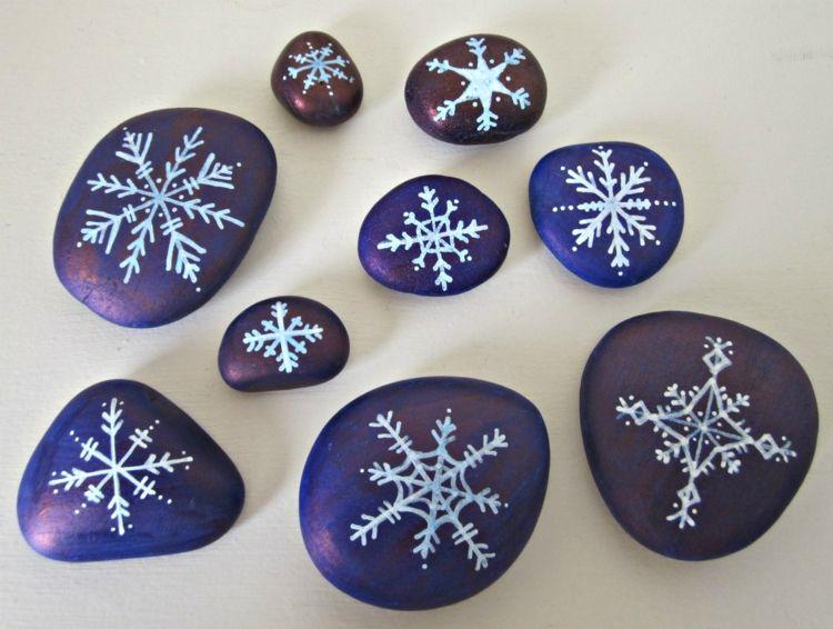 bemalen steine perlen schimmer schneeflocken romantisch design