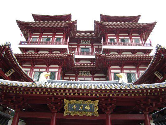 Đền thờ Phật Nha Tự (Buddha Tooth Relic Temple and Museum South Bridge Road Singapore) -Địa chỉ: 288 Đường South Bridge Singapore -Mở cửa: 8g sáng đến 6g tối -NX: đẹp, điểm đến nổi bật ở khu phố Tàu