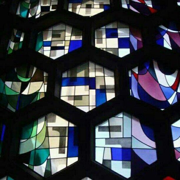 Igreja St. John's Abbey, em Collegeville, Minnesota. Projeto do arquiteto Marcel Breuer. #architecture #arts #arquitetura #arte #decor #design #decoração #interiores #interior #lighting #luzetrancendencia #projetocompartilhar #shareproject
