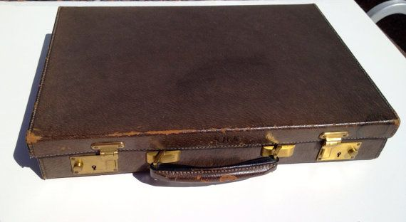 92235b44f91 GUCCI Authentic vintage 2.5 slim leather briefcase by artandgoods ...