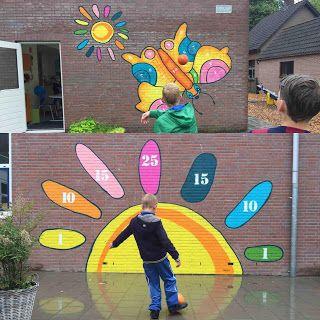 Twee Balspel muurschilderingen bij De Zonnewijzer in Diepenveen Schoolplein idee spelen leren