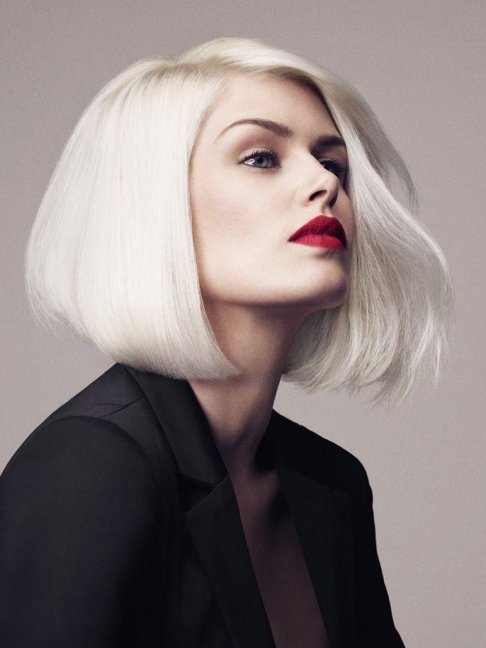exemple de carré plongeant mi long de couleur blond blanc, idée maquillage pour yeux verts ...