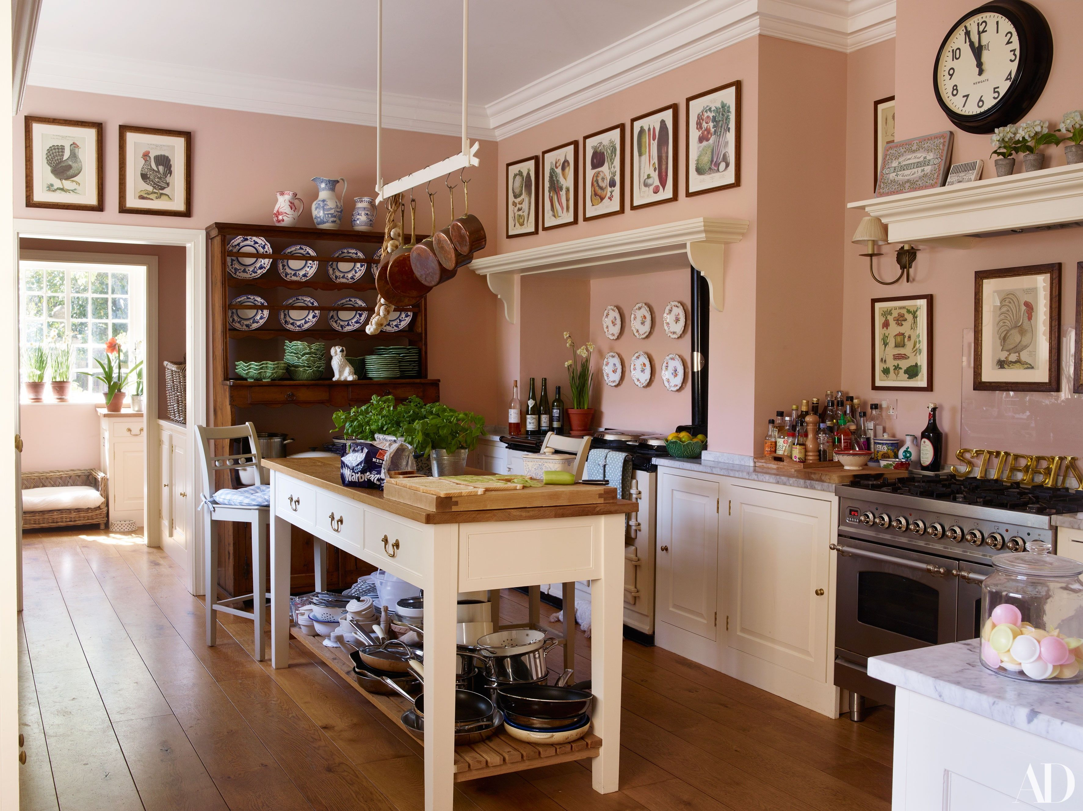 Stunning Country Kitchen Painted In Edward Bulmer Natural Paint Cuisse De Nymphe Emue Pink Ecopaint Naturalpaint Nonasties Gogreen