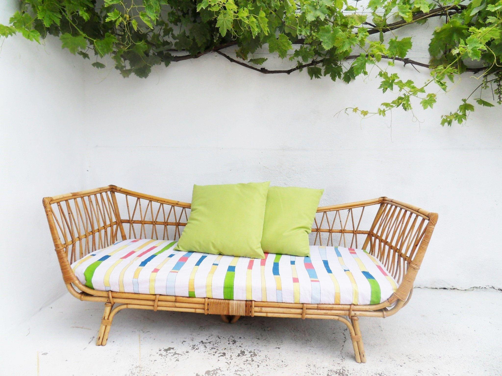 sofa king awesome t shirt lounger bed banquette lit détente sofas salons pinterest