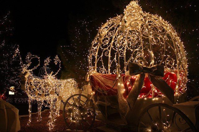 Kitschige Weihnachtsbeleuchtung.Rentier Kutsche Kitsch Kunst Co Weihnachtslichter