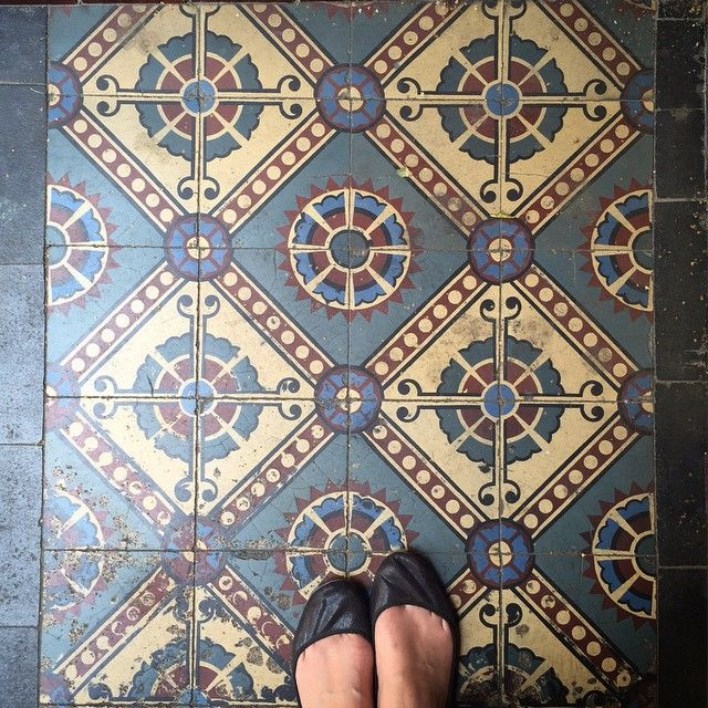 @parisianfloors I want your @hudsonshoes  #iwantthosehudsonshoes #oldflooringlove #altbau #jugendstil #tiles #berlintiles #tilesofberlin #passioncarrelage #carreauciment #iloveprettyfloors #tileaddiction #ihavethisthingwithfloors #floorsthatilove #altbauliebe #mettlach #fromwhereistand #myloveforfloors by picture_pix