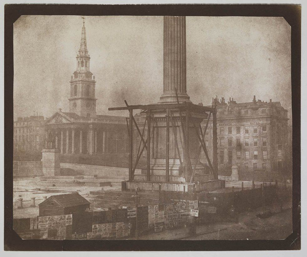 La construcción de la Columna de Nelsón, Trafalgar Square, Londres, primera semana de abril de 1844