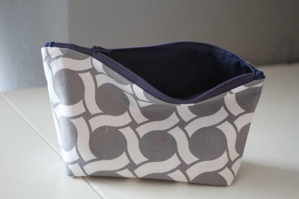 DIY Makeup Bag Super Easy Tutorial! |